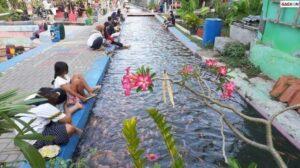 Selokan Kumuh Kini jadi Kolam Cantik Warga Panen Ikan Tiap Hari