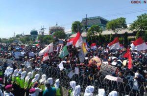 Antisipasi Unjuk Rasa Polrestabes Surabaya Terjunkan 3128 Personel