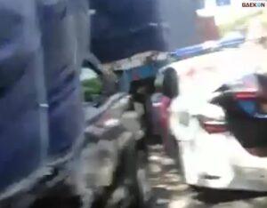 Viral Video Kecelakaan 2 Truk vs Mobil Polisi di Tol Surabaya