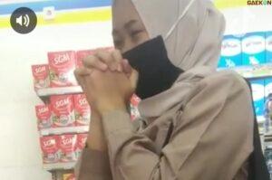 Diduga Mencuri di Minimarket Cewek Ini Nangis dan Minta Maaf