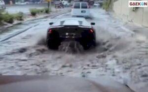 Los Dol, Bemper Mobil Mewah Ini Lepas Saat Terabas Banjir