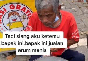 Salut, Kakek 71 Tahun Ini Jual Kembang Gula Demi Nafkahi Keluarga