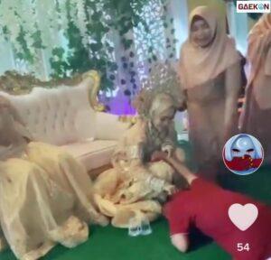 Viral Seorang Sujud dan Menangis Di acara Pernikahan Mantan, Ekspresi Suaminya Bikin Salfok Netizen