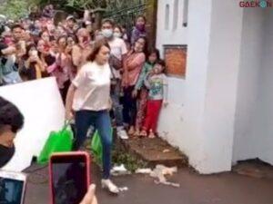 Bikin Heboh, Warga Sekampung Tonton Amanda Manopo Syuting Sinetron