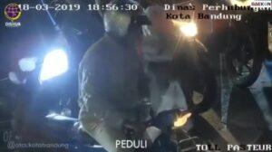 Viral Video Petugas Dishub Tegur Pacar Pengendara Motor yang Tak Tertib Bikin Ngakak Netizen