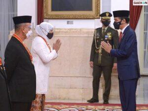 Bikin Bangga Jatim Gubernur Khofifah Dianugerahi Bintang Mahaputera oleh Presiden