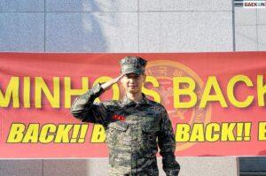 """Fans Dibikin Terharu Dengan Foto Kebersamaan SHINee """"We're Back!"""""""