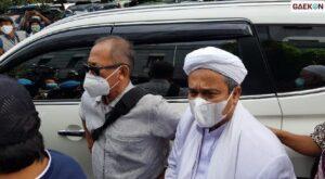 Habib Rizieq Syihab Akhirnya Tiba di Polda Metro Jaya