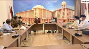 Jusuf Kalla Beri Apresiasi Gubernur Jatim Setelah Beri Uang Kehormatan untuk 21 Ribu Imam Masjid di Jawa Timur