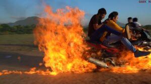 Pengen Tenar, YouTuber Ini Melaju Pakai Motor Terbakar Biar Mirip Ghost Rider