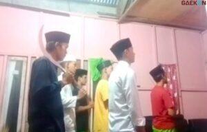 Geger Video Adzan Sambil Bawa Sajam, Diganti Hayya Alal Jihad