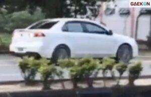 Kabur Dari Kejaran Polisi, Pengendara Mobil Ini Melaju Mundur
