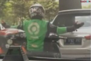 Bikin Ngakak Aksi Kocak Driver Ojol Joget TikTok Diatas Motor Bikin Heboh Netizen