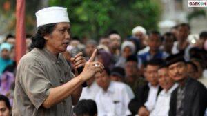 Cak Nun Dorong Dialog Empat Mata Rizieq-Jokowi