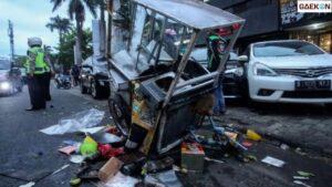 Penjual Pempek Tewas Seketika Usai Ditabrak Minibus
