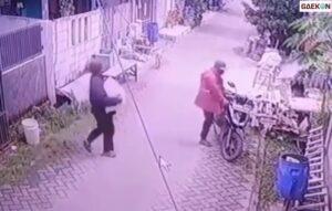 Terekam CCTV, Dua Pria Ini Curi Kambing Di Depan Rumah Warga