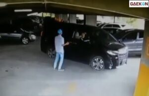 Terekam CCTV, Petugas Parkir Ini Dipukul Hingga Dikeroyok Saat Arahkan Parkir