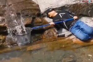 Sambil Tidur, Pria Ini Mancing Ikan Dapat Banyak