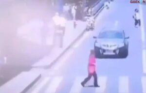 Tak Hati-Hati, Cewek Ini Terserempet Mobil Saat Hendak Menyeberang