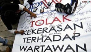 Puluhan Jurnalis Di Banyuwangi Demo Meminta Menteri KKP Pecat Oknum Pengawal Yang Lakukan Kekerasan
