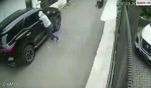Pecah Kaca Mobil, Pencuri Ini Berhasil Bawa Kabur Perhiasan Hingga Uang Dolar