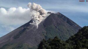 20 Kali Gempa Dan 12 Kali Guguran Lava, Gunung Merapi Kembali Terbangun
