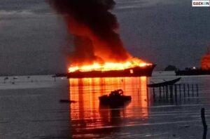 Akibat Putung Rokok, Kapal Di Sorong Ini Ludes Terbakar