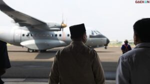 Prabowo Serahkan Pesawat Karya Anak Bangsa CN235-220 Kepada AU Senegal