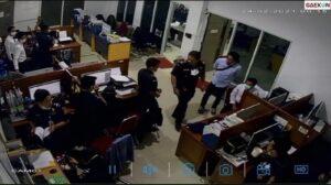 Viral Video Aksi Kekerasan Di Kantor Bea Cukai Jayapura, Pegawai Pukul Perut Koleganya