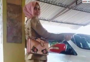 Viral Wanita Cantik Pakai Seragam PNS Mengkilap, KASN: Jika Terbukti Bersalah Akan Dijatuhi Hukuman Disiplin