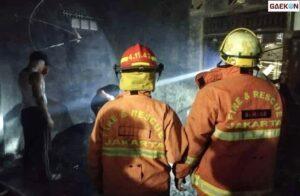 Gudang Mebel Di Jaktim Terbakar, Kerugian Mencapai Rp 400 Juta