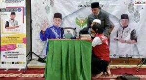 Hampir Tersungkur, Ustaz Zacky Mirza Pingsan Saat Tausiyah Di Pekanbaru