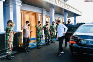 Jamin Pendidikan Putra-Putri Korban, Jokowi Temui Keluarga Korban KRI Nanggala 402 Di Surabaya