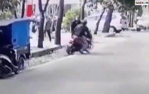 Pengendara Motor Ini Jambret Hp Orang Yang Sedang Duduk Di Pinggir Jalan