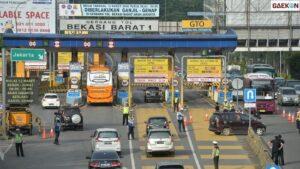 Hari Kedua Larangan Mudik, Gerbang Tol Bekasi Barat Tak Disekat