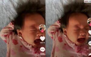Jambak Rambut Sendiri, Bayi Ini Nangis Sejadi-Jadinya