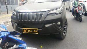 Pasang Pelat Dinas Polri Palsu, Viral Pengemudi Toyota Fortuner Terjaring Polisi