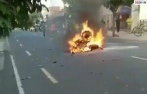 Tragis, Dua Motor Ini Terbakar Pasca Adu Banteng Di Yogyakarta