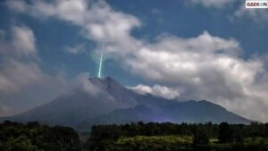 Viral Meteor Jatuh Di Puncak Gunung Merapi, Ini Kata LAPAN!
