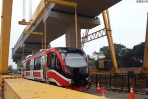 Proyek Pembangunan LRT Jabodebek Capai 84,7%, Jokowi: Keretanya Halus, Nyaman, Tanpa Suara