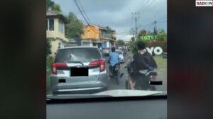 Terjebak Macet, Cowok Ini Langsung Istighfar Saat Lihat Mobil Goyang
