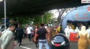Ajak Duel Petugas Jaga, Warga Madura Ini Tak Mau Di Swab Antigen Saat Terjaring Penyekatan Di Jembatan Suramadu