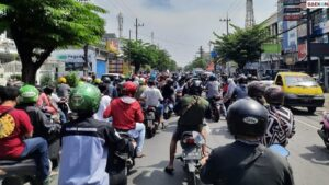 Tolak Swab Antigen, Massa Demo Akbar Madura Melawan Terobos Penyekatan Jembatan Suramadu