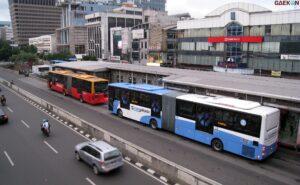 Penumpang Transjakarta Dan MRT Mulai Hari Ini Wajib Bawa STRP