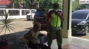 Rusak Beberapa Motor Dengan Linggis, Pria Yang Ngaku Raja Sunda Ini Dibawa Ke Tempat Rehab ODGJ