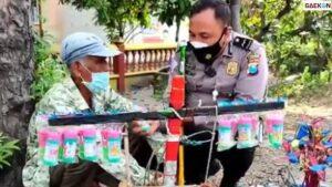 Viral, Polisi Beri Uang Rp 5 Juta Hingga Belikan Sepeda Untuk Kakek Penjual Mainan Saat Razia PPKM