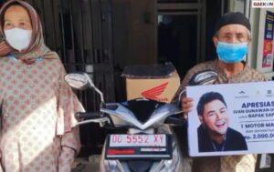 Tempuh Jarak 15 Km Dengan Sepeda, Kakek Ini Dapat Hadiah Motor Dari Ivan Gunawan