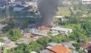 Lahan Utara Pakuwon Mall Surabaya Terbakar, Dua Unit PMK Dikerahkan