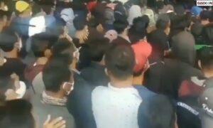 Takut Tak Kebagian, Warga Berdesakan Antre Vaksin Di Tangcity Mall