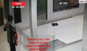 Terekam CCTV, Pencuri Kotak Amal Ini Pakai Atribut Driver Ojek Online